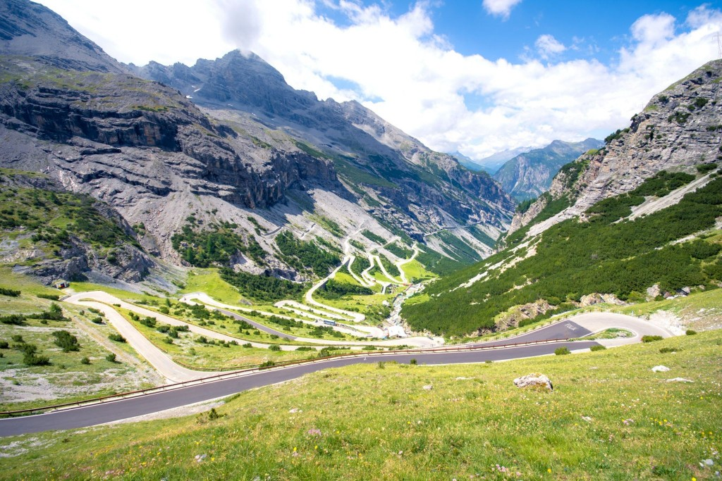 Národní park Stelvio se světoznámou silnicí do průsmyku Stelvio