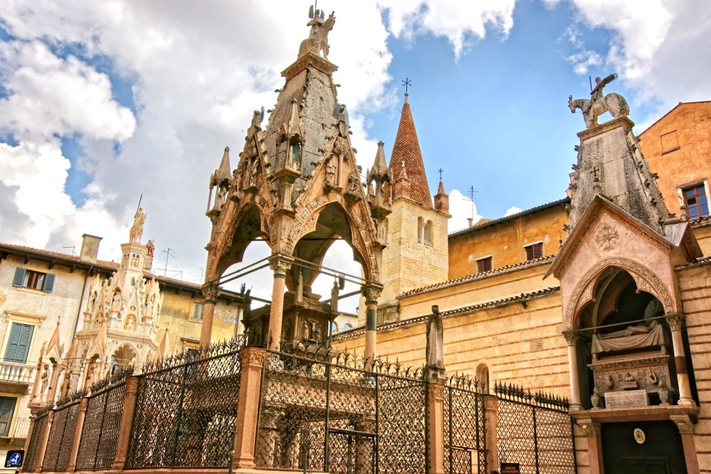 Santa Maria Antica s hrobkami Scaligerů