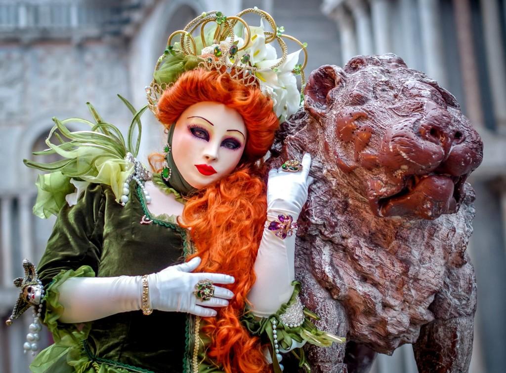 Socha lva na Piazzetta dei Leoncini