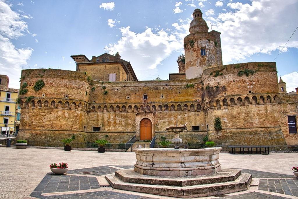 Hrad Castello Caldoresco ve Vasto