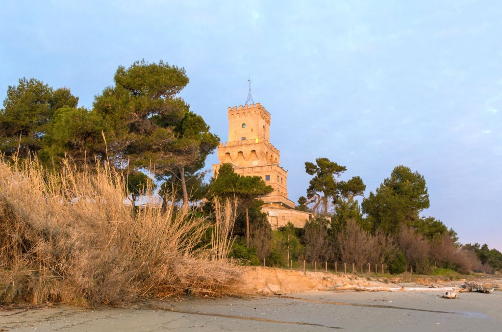 Věž Torre di Cerrano v Pineto