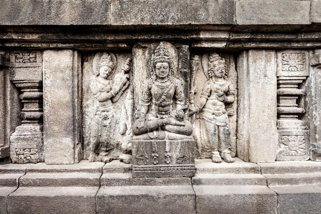 Brahmův chrám v chrámovém komplexu Prambanan zdobí tyto reliéfy