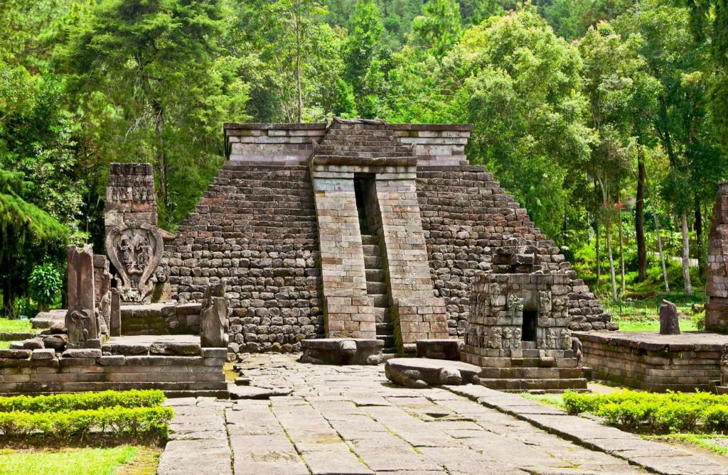 Hinduistický chrám Candi Sukuh