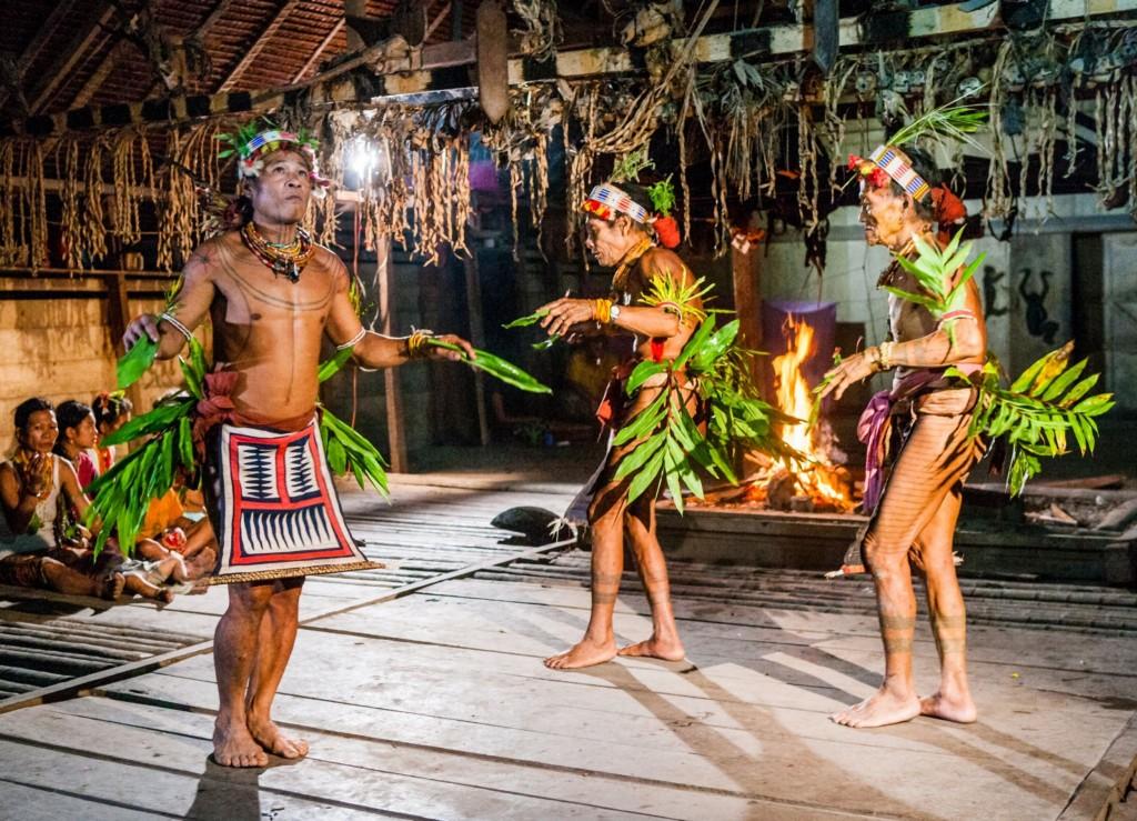Lidé kmene Mentawaji (Mentavajci) na ostrově Siberut