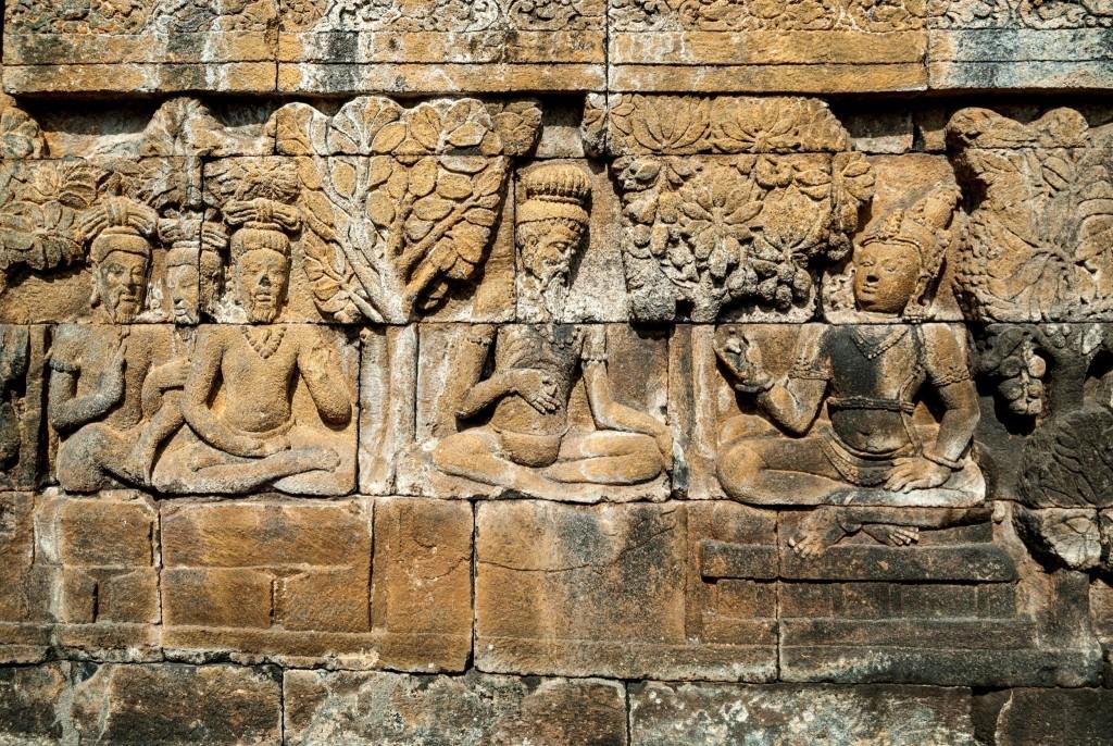 Reliéfy pokrývající chrám Borobudur