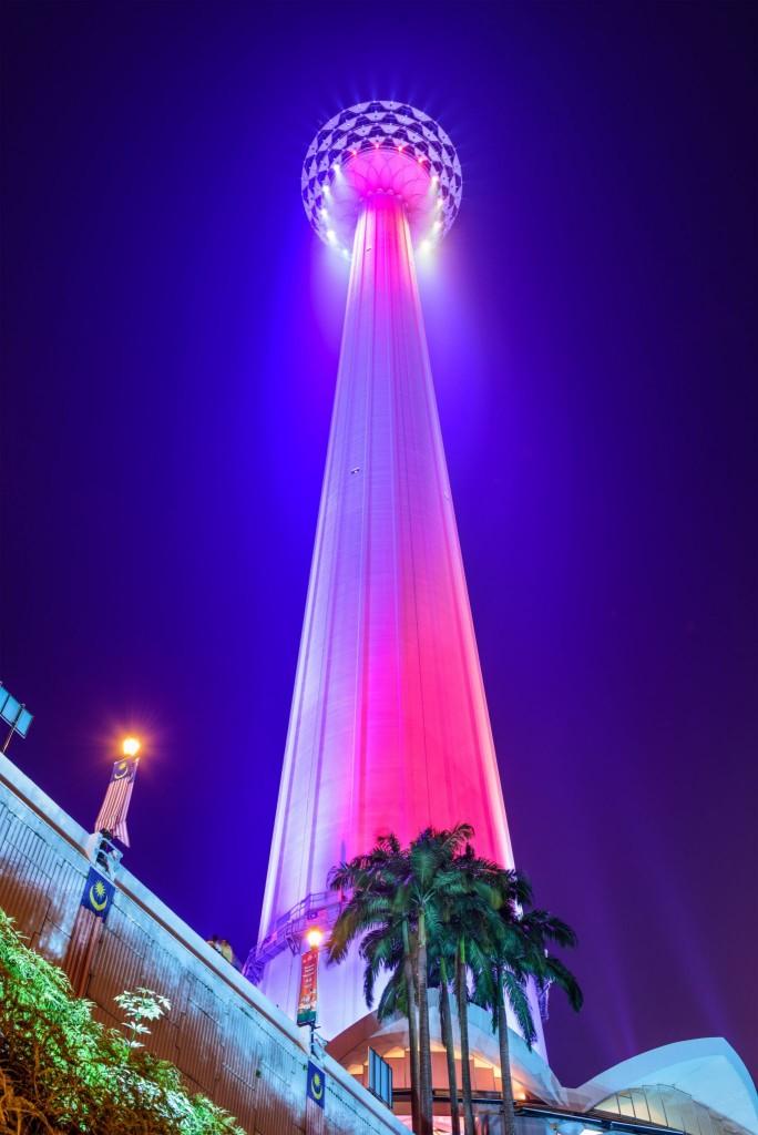 Televizní věž Menara v noci
