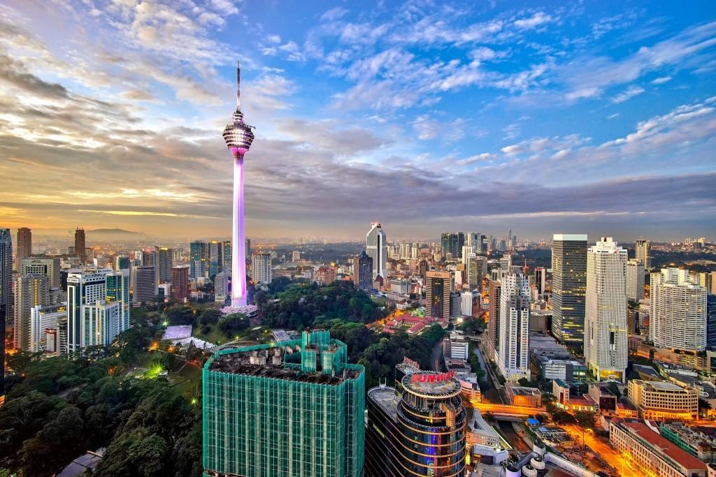 Televizní věž Menara v panorama Kuala Lumpur