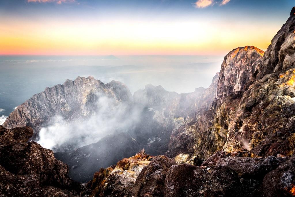 Vrchol sopky Gunung Merapi