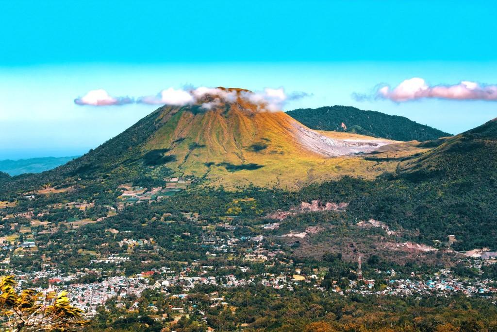 Výhled, který nabízí vulkán Mahawu