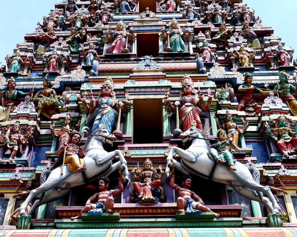 Detail výzdoby chrámu Sri Maha Mariamman