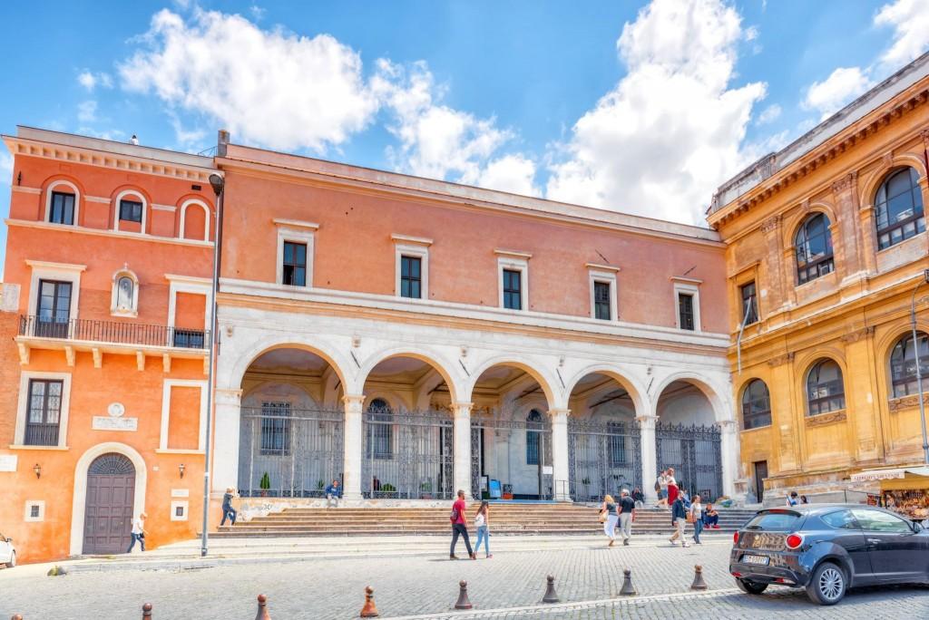 Nenápadná stavba -Bazilika sv. Petra v řetězech