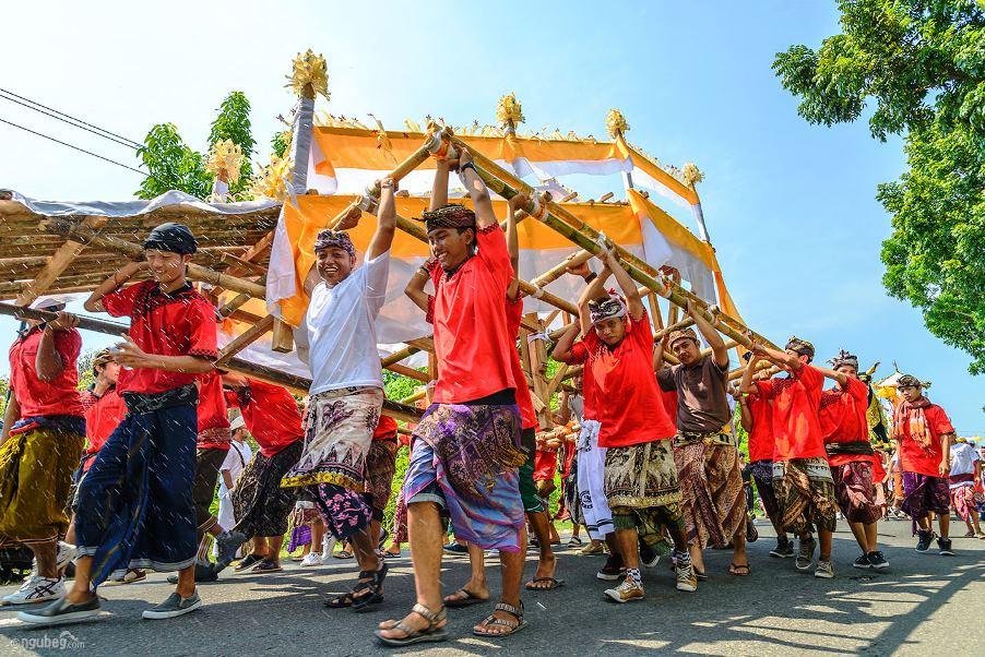 Kremační ceremoniál na Bali