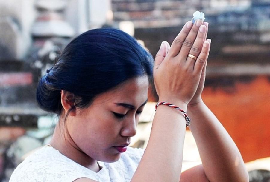 Tridatu - balijský náramek požehnání po obřadu