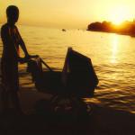 Romantický západ slunce s dítětem v kočárku :-)