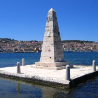 Památník budovatelů mostu přes Argostolský záliv